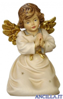 Angelo campana inginocchiato che prega