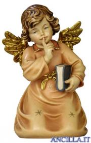 Angelo campana inginocchiato con libro