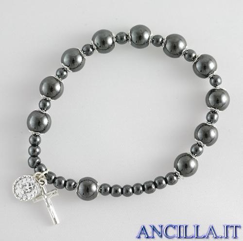 Bracciale elastico con perle di ematite accopigliate