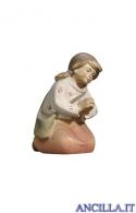 Bambina inginocchiata Pema serie 15 cm