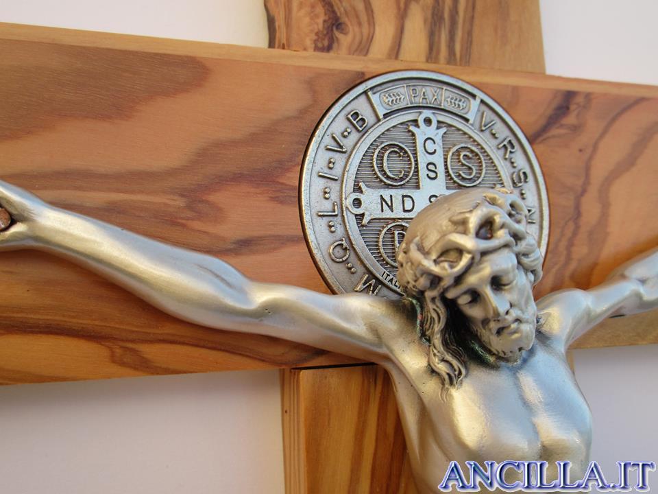 Croce-medaglia di San Benedetto in legno d'olivo