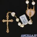 Corona del Rosario madreperla tonda con pater a cuore e crocera a cuore rilegato in metallo dorato