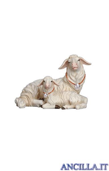 Pecora sdraiata con agnellino Kostner serie 12 cm