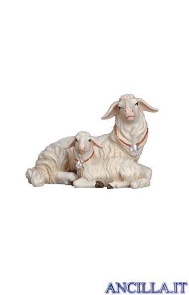 Pecora sdraiata con agnellino Kostner serie 16 cm
