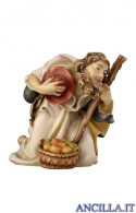 Pastore inginocchiato con bastone e mele Rainell serie 44 cm