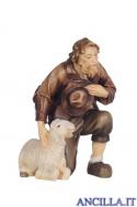 Pastore inginocchiato con pecora Kostner serie 12 cm